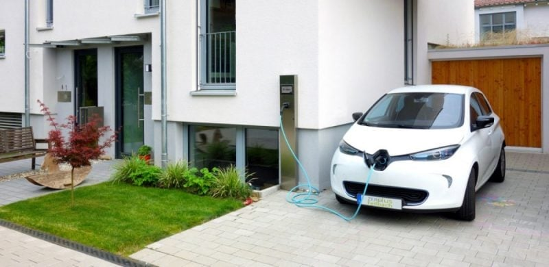 charge a renault zoe on a driveway at home